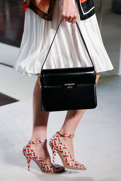 343dd48eab32 Bag Trends 2019  Vogue s Guide To The Biggest 2019 Bag Trends You ...