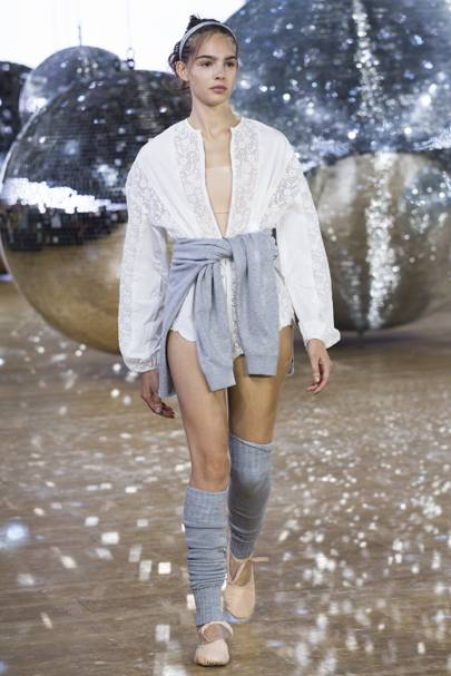 279661d28 Moncler Gamme Rouge Spring/Summer 2018 Ready-To-Wear show report ...