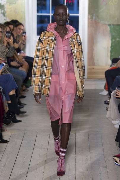 Burberry Autumn Winter 2017 Ready-To-Wear show report  41a98fdd0b8
